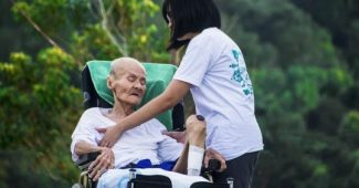 How to help a person with dementia: 9 useful tips