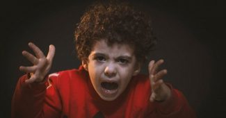 My son is always angry: what to do?