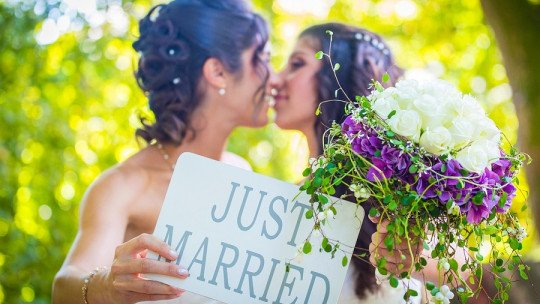 Research: 3 out of 4 women are lesbian or bisexual