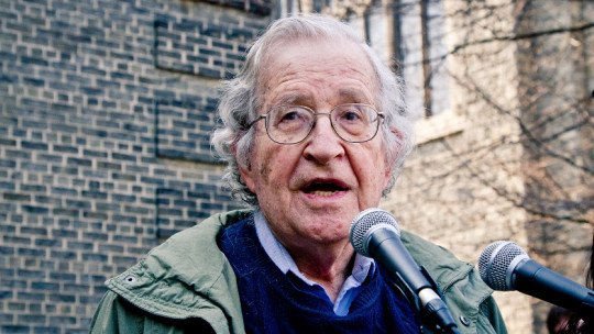 Noam Chomsky: biography of an anti-system linguist