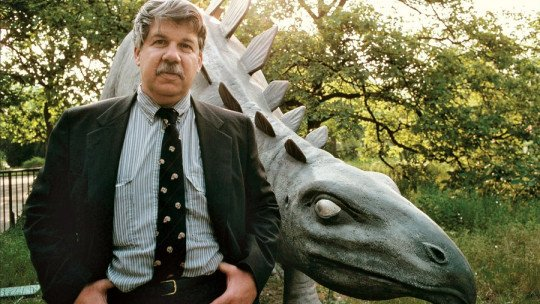 Stephen Jay Gould: biography of this paleontologist and evolutionary biologist