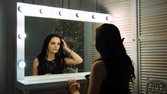 The mirror technique to improve your self-esteem