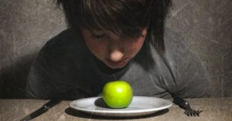 Eating disorders and the Internet: a dangerous mixture